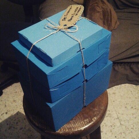 Regalo de cumpleaños para novio, cajas color azul degradado.