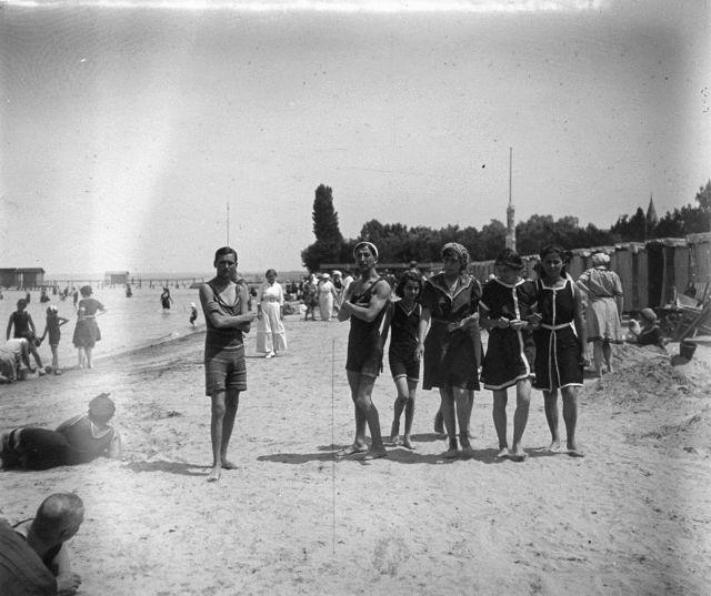 Stereoscopic Animated GIFs from Lake Balaton, 1917