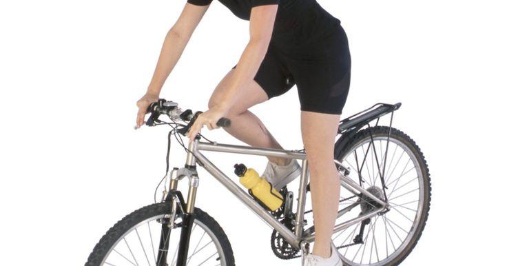 Cómo identificar las bicicletas Schwinn. Para un entusiasta del ciclismo, encontrar de una Schwinn antigua es una experiencia emocionante. Estas bicicletas son fáciles de identificar, ya sea por el tipo de cuerpo o número de serie. El logotipo de la marca Schwinn está impreso en todos los modelos. El tipo de cuerpo clásico es una forma garantizada para identificar una Schwinn antigua. El ...