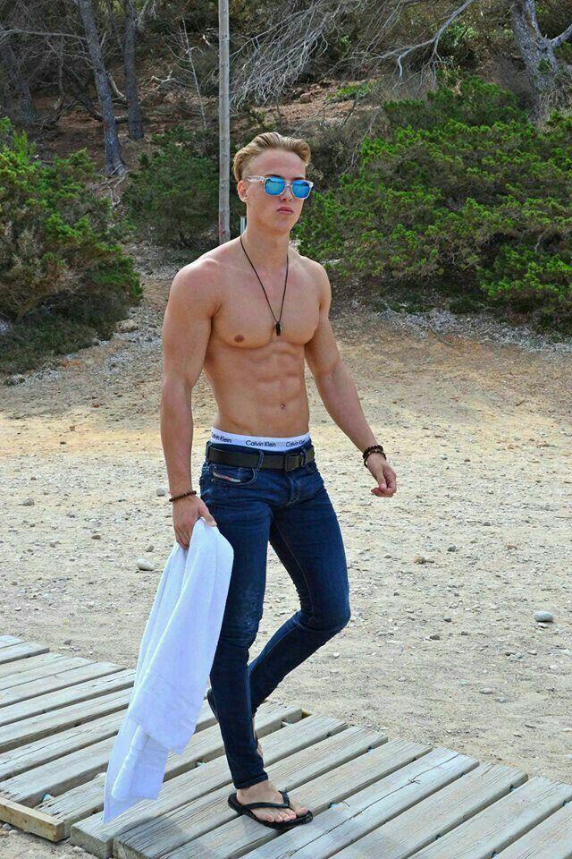 56106904 Super Skinny Jeans, Skinny Pants, Attractive Men, Diesel Jeans, Sexy Body,