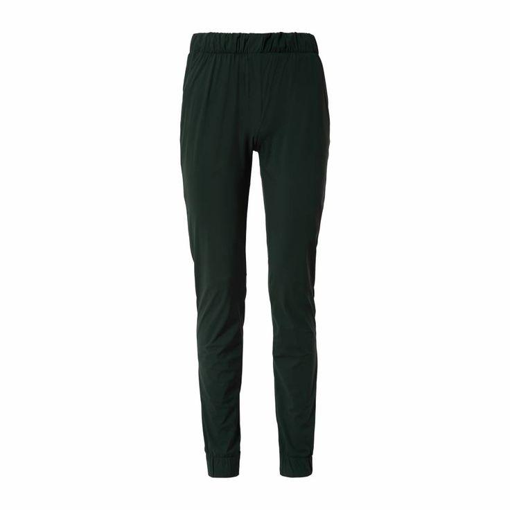 comfort van een jogger en het uiterlijk van een nette broek. Ideaal door comfortabele pasvorm en kreukvrij materiaal. Alle dagen van het jaar te dragen. In ...