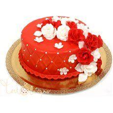 Красный праздничный торт с цветами