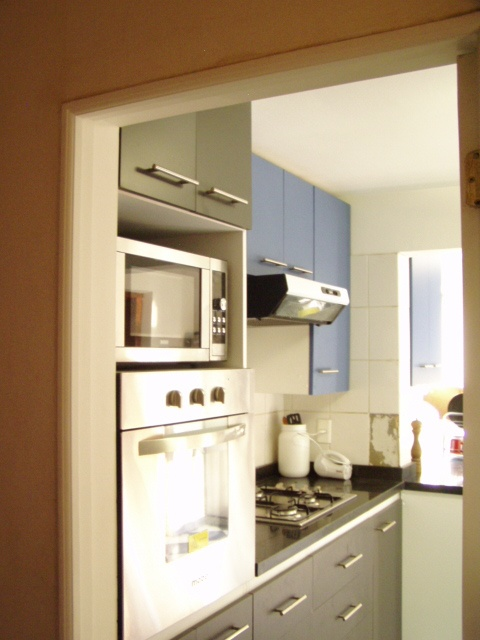 Mueble en torre para horno microondas y horno convencional for Mueble para horno
