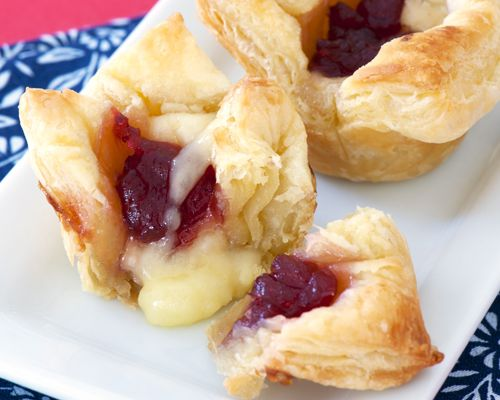 Baked brie with cranberry - one of my favorite easy appetizers for entertaining.