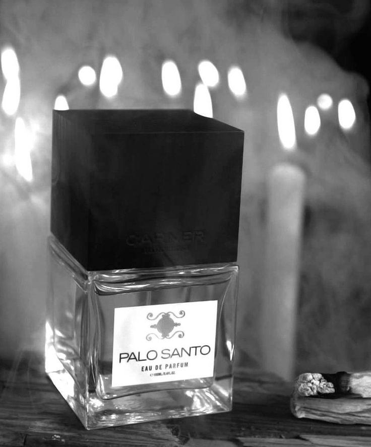 PALO SANTO | CARNER BARCELONA łączy intensywność magicznego drewna gwajakowca z ciepłym karmelem, słodkim bobem tonka i wetiwerem. Powstał zapach, który koi duszę.