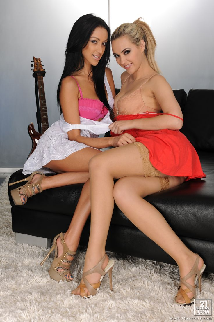 image Hot lesbians kissing a6