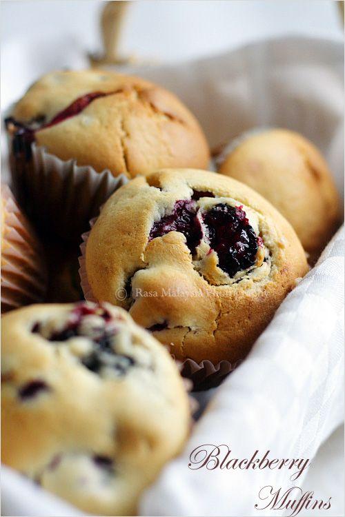 Blackberry Muffins Recipe - blackberries, butter, milk, eggs, sugar, flour. #muffins #blackberries #dessert