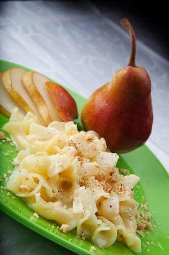 Pasta con pere, taleggio e nocciole - Pasta with pears, cheese and hazelnuts
