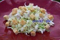 Салат из свежей капусты с курицей.  Настоящий сезонный зимний салат с вареной курицей и хрустящими сухариками.  Ингредиенты: 500 г филе куриных грудок, без кожи 400 г белокочанной капусты ½ стакана тертого сыра 1 чашка гренок или сухариков майонез соль по вкусу  Приготовление: 1. Положите курицу в подсоленную кипящую воду и варите в течение 15-20 минут до готовности. Выньте курицу из воды и отложите ее в сторону, чтобы остыла. 2. Мелко нашинкуйте капусту (без кочерыжки), положите ее в…
