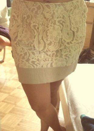 Lace skirt, barealy weared! http://www.kleiderkreisel.de/damenmode/knielange-rocke/113782840-beiger-rock-mit-weiss-besticktem-muster