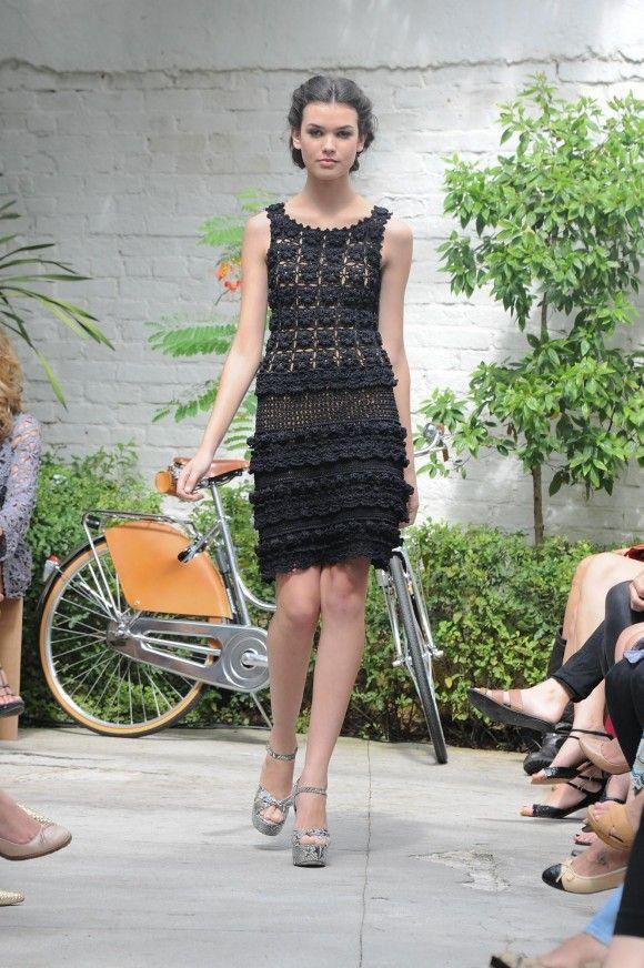 Vanessa Montoro: Winter 2012. http://static-lalarudge.gcampaner.com.br/wp-content/uploads/2012/04/LFP_2223.jpg http://2.bp.blogspot.com/-wE0bvNCit_U/T4T_s4l2rRI/AAAAAAAAJmM/ty2ihXzLYoE/s1600/DSC_4323a.JPG  http://pinterest.com/pin/549228117026454405/