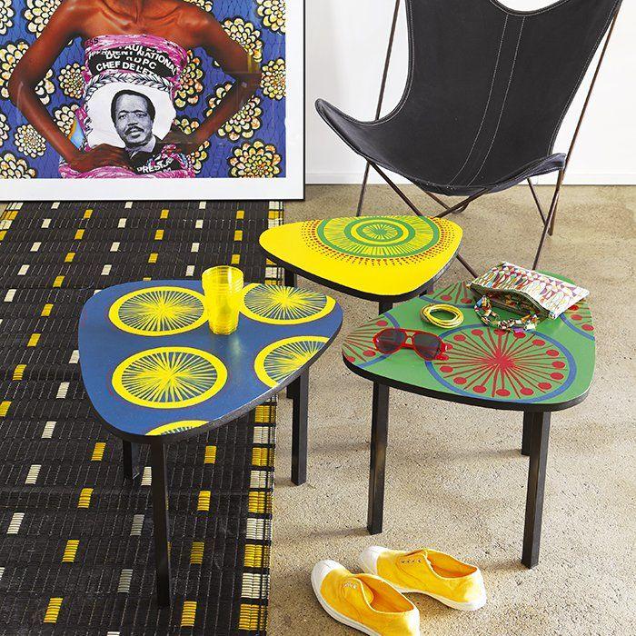 Des tables peintes de motifs africains