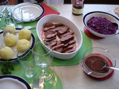 Rezept: Barbarie Entenbrustfilet mit Rotweinsauce, Apfel-Rotkohl und fränkischen Knödeln Bild Nr. 28