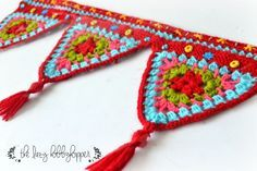Patrón de ganchillo gratis guirnalda de triángulos   -   Crochet Triangles Wall Hanging By Pradeepa. Free Crochet Pattern (thelazyhobbyhopper.blogspot)