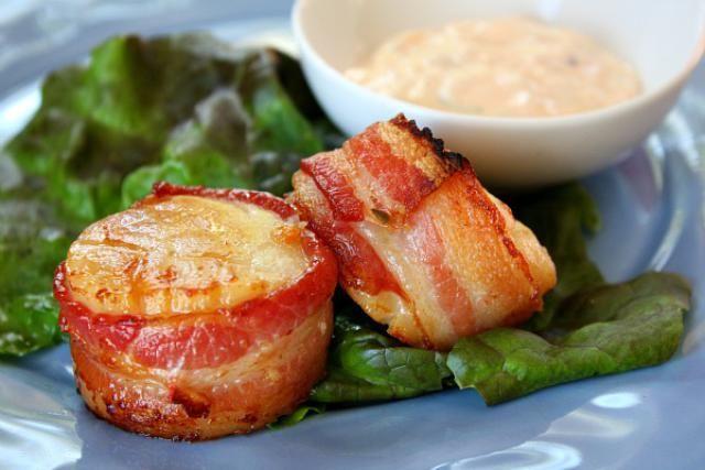 Sizzling bacon-wrapped scallops and spicy-tart mayo always impresses: Image © Lori Lange