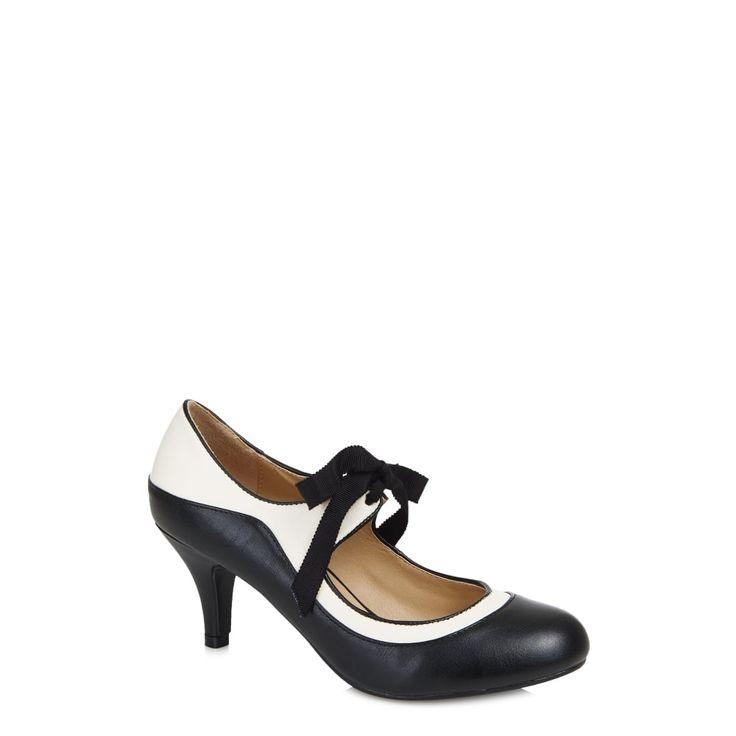 Černo-bílé retro boty Collectif Jeanie Krásné boty, které si Vás získají po prvním obutí. Vzít si je můžete k šatům, sukni a kalhotám, na parádu i běžné nošení. Pohodlné, stylové v černobílé kombinaci se saténovou stužkou na uvázání. Výška podpatku cca 7 cm, materiál koženka.