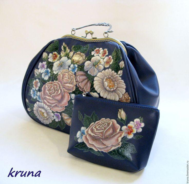 Купить Сумка-саквояж на металлическом фермуаре из натуральной кожи с росписью - тёмно-синий, цветочный рисунок