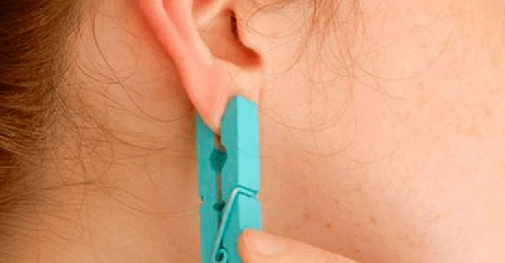 Veja o que acontece quando prende uma mola da roupa na sua orelha