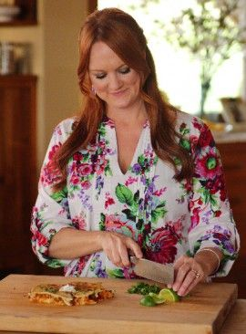 Love this top the Pioneer Woman aka Ree Drummond is wearing -- I love her cookbooks, her blogging, her life. Okay, so I am a rabid fan!
