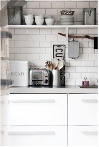 Kitchens are important, because it's the place where we prepare our food, eat and have fun with the family. They could be luxurious, minimalistic, modern, vintage or even eclectic, but definitely have to be beautiful. Find more decor tips, here: http://www.pinterest.com/homedsgnideas/