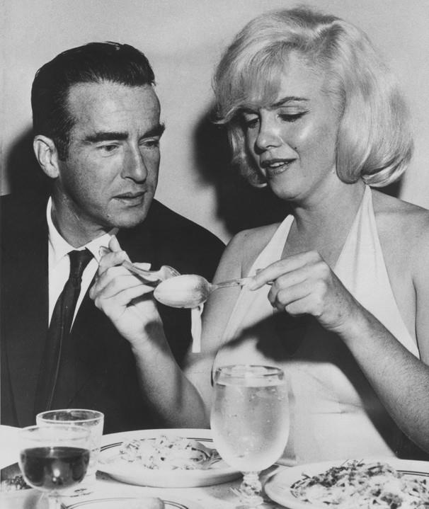 Rare photo of Marilyn Monroe and Montgomery Clift eating pasta, 1960