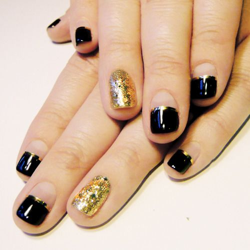 : Gold Glitter, Nails Art Ideas, Gold Nails, Accent Nails, Shorts Nails, Black Nails, Black Gold, Gold Accent, Gold Parties