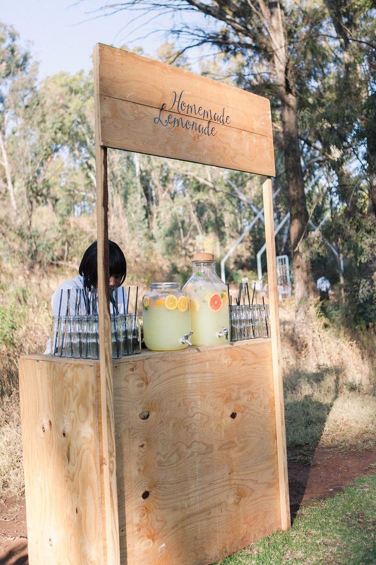 Wedding Lemonade Stand | Joyous Jewel Tone Winter Wedding | Credit: Dust and Dreams Photography