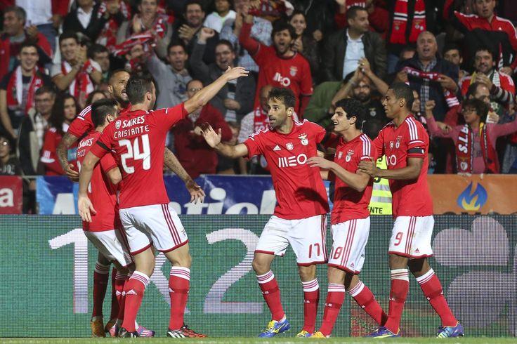 O Benfica, detentor do troféu, eliminou hoje o Sporting da Covilhã da Taça de Portugal em futebol, ao vencer em casa do adversário por 3-2, em jogo da terceira eliminatória da prova.