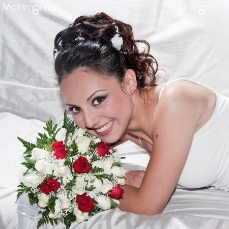 Acconciatura sposa raccolta di Stefania Bon lookmaker, make-up. Guarda altre immagini di acconciature sposa: http://www.matrimonio.it/collezioni/acconciatura/2__cat