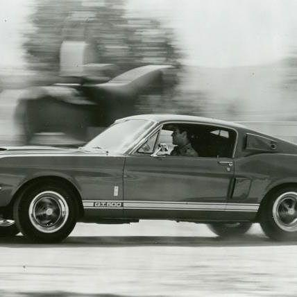 """""""…Si le hubiera preguntado a la gente qué querían, me habrían dicho que un caballo más rápido…"""", palabras de Henry Ford, tiempo después nos deslumbro con esta grandiosa máquina, ford mustang shleby gt del 67.  #FORD #fordmustanggt67 #1967 #500 #shellby #carrolshellby #HenryFord #designerds #trabajndoaloquemarca #aquisetrasnocha #diseñadoresdespiertos"""