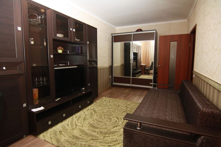 Предлагаем для долгосрочной аренды в Ставрополе  1 - комнатная квартира по адресу Достоевского 75,Панорама, ремонт современный,встроенная кухня, шкаф-купе, мягкая мебель, новая мебель, общей площадью 38.4 кв.м, дом Новый кирпич, Индивидуальное отопление, Газ-плита, наличие бытовой техники - стиральная машина (+), холодильник (+), телевизор (ЖК),парковка подземная, номер объявления - 33852, агентствонедвижимости Апельсин. Услуги агента только по факту заключения договора.Фотографии…