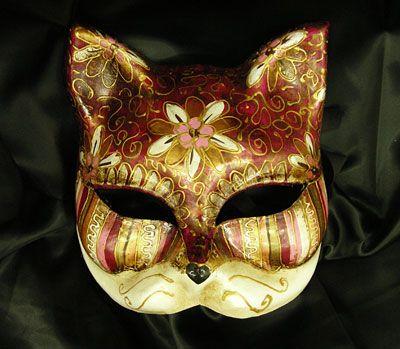 Cat and Flower - red OR41 Maschera realizzata in cartapesta. Il disegno è realizzato con colori acrili a mano libera, rendendola quindi assolutamente unica. Infine, la maschera è impreziosita dalla tecnica dello screpolato....