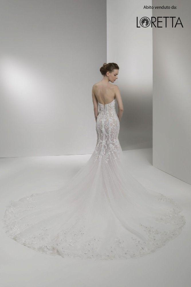 Collezione 2017 | Abito da sposa a sirena con strascico lungo e decorazioni brillanti #sposa #vestito #matrimonio