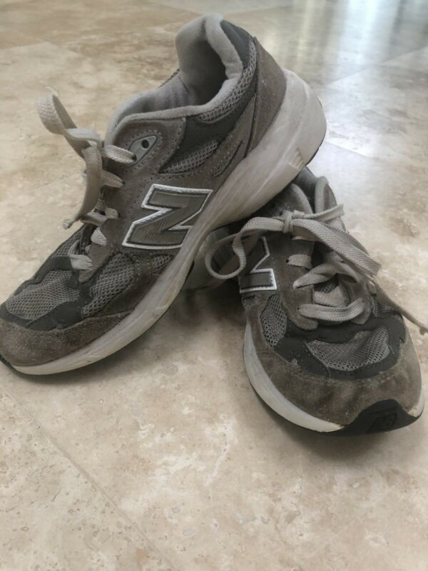 Boys New Balance 990 Sneakers Size 3.5