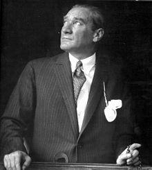 Mustafa Kemal Atatürk - Vikipedi