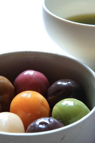 """舟和のあんこ玉 """"Ball bean paste"""" the famous potato yokan, In bean paste balls for ¥ 520."""""""
