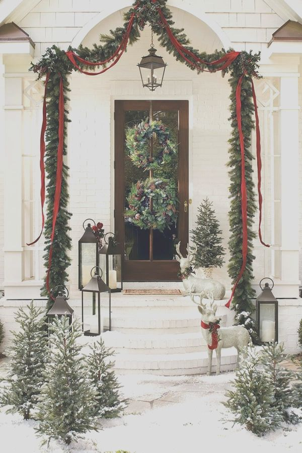25 Incredible Winter Front Yard Decoration Ideas In 2021 Outdoor Christmas Decorations Christmas Door Decorations Front Door Christmas Decorations