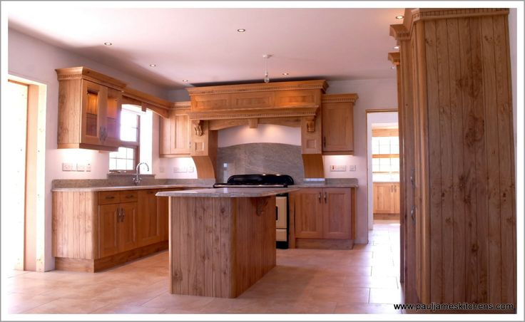 traditional oak kitchen with island http://www.pauljameskitchens.com