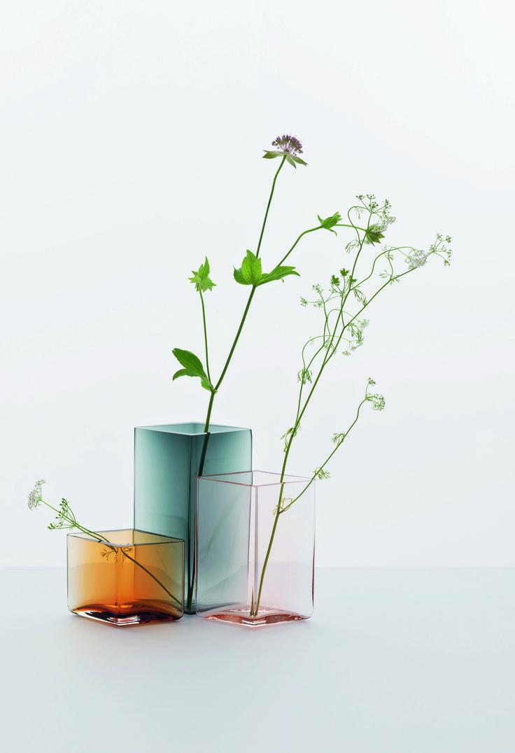 Voorjaar, zachte kleuren, bloemen in  vaas Uutu Iittala