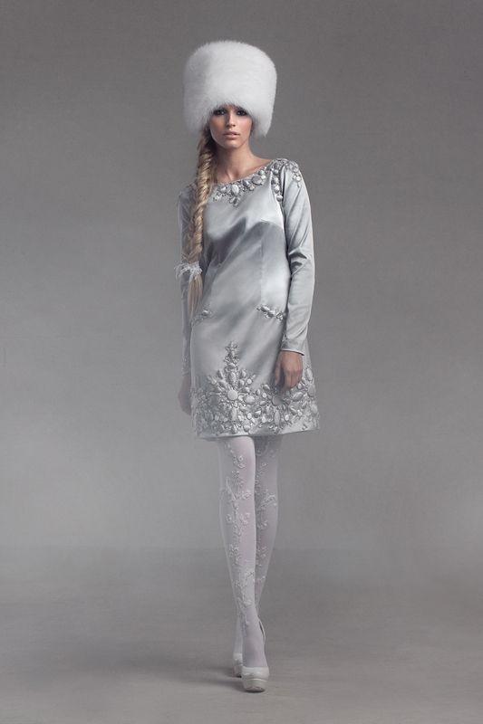 Russian bride's outfit for winter wedding. - À LA RUSSE - Irresistible Bohemian - Russian fashion - The Russian Style - #fashion #moda #mode - Estilo ruso - belleza rusa