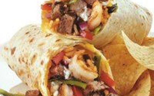 Ricetta del Burrito Messicano ... come lo fanno in Messico! Il burrito messicano nella sua ricetta (completa di ingredienti e procedimento) più coerente con quella effettivamente servita in Messico, fatta con tortilla di farina 00 (non di mais!) e con la lomb #burrito #messico #cucina