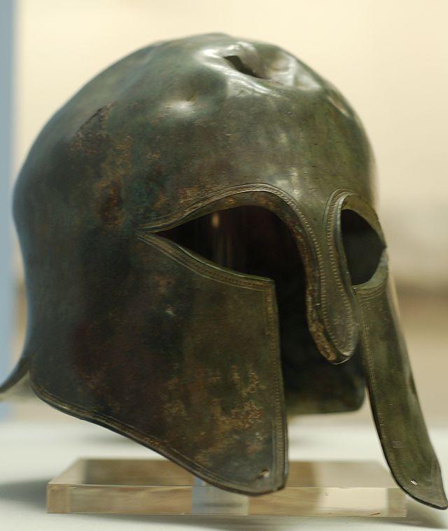 Elmo Espartano. Possivelmente pertenceu a um soldado espartano. Está no Museu Britânico.