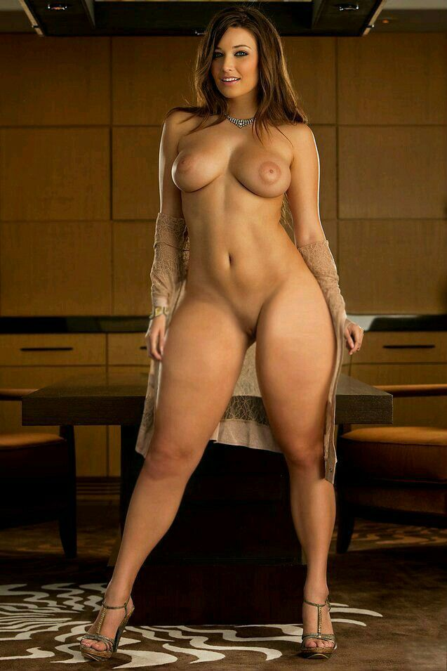 nude body of tallest woman