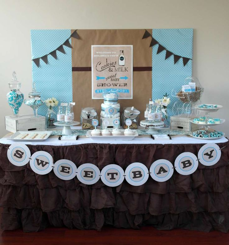 It doesn't have to be all about winter! Frozen color schemes of bright blue, browns, and white are even great for a classic baby shower.