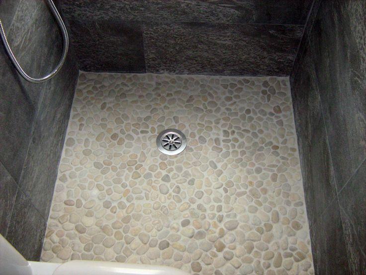 Fotografía de Plato ducha por Reformas , Colocacion De Piedra , Baños , Cocinas #231629. Realizamos el plato de ducha con cantos rodados en colores claros para que resalte con la pizarra de la pared