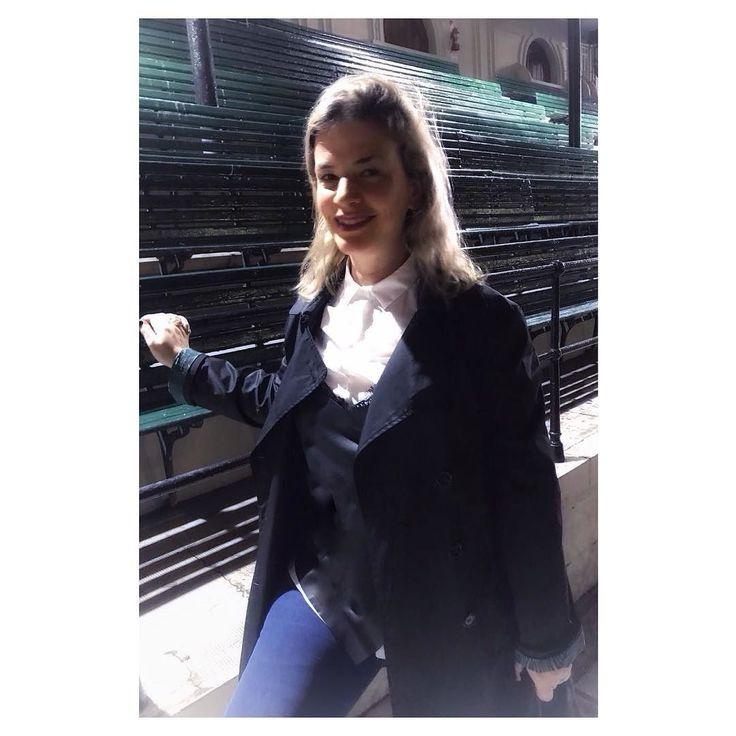 #aboutlastnight o que use ayer con  x  de humedad y pronóstico desfavorable... recurrir a los clásicos siempre resuelve!!! camisa blanca  top negro superpuesto  trench negro  jeans  labial mate violeta - el toque de color- Mi pelo sin palabras . Algún tips para compartir para aplicar a look día de  y  ?  BUEN FINDE . .  #looklaceandroll #camisa #jeans #trenchcoat #maccosmetisc #labialmate  #ootd #outfitoftheday  #outfitideas  #fashiongram  #love  #currentlywearing #lookbook #wiwt #whatiwore…