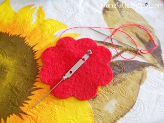 i ManuFatti: Come fare una spilla di feltro a forma di fiore