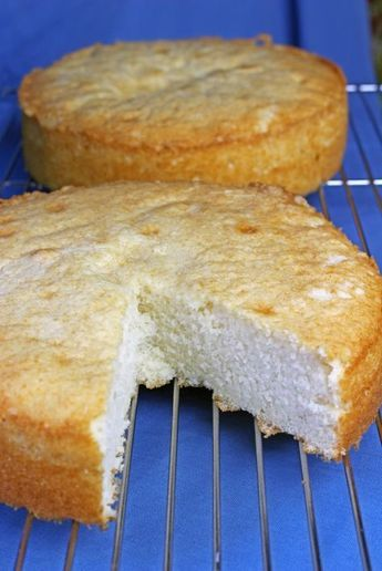 FINALLY a White Cake recipe that is worth pinning! :P