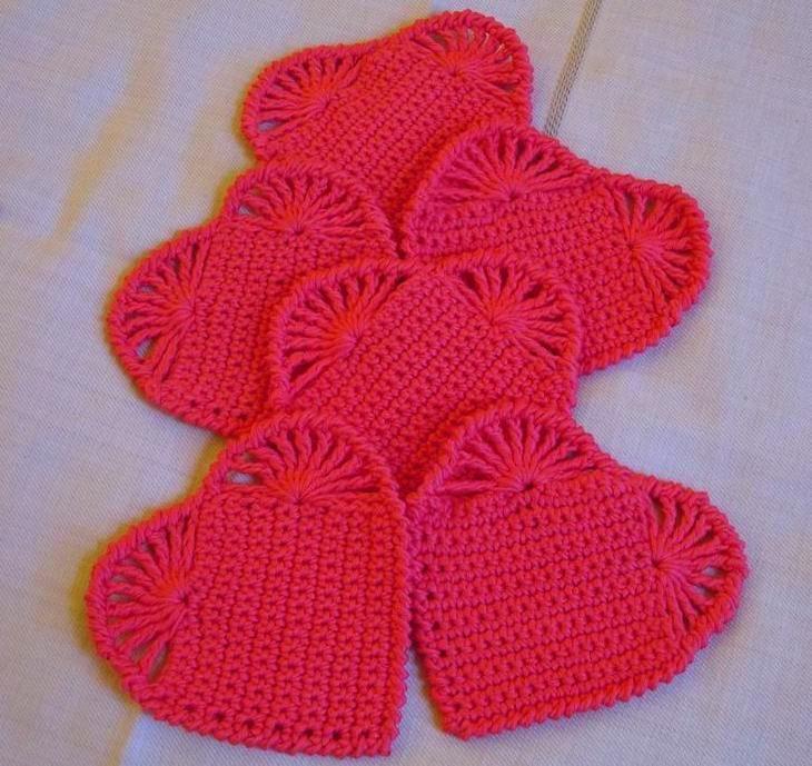 Especial San Valentín en crochet: posavasos con forma de corazón. Tutorial gratuito en el enlace ¡No te lo pierdas!  http://es.blastingnews.com/estilo/2016/01/especial-san-valentin-en-crochet-posavasos-con-forma-de-corazon-00749619.html