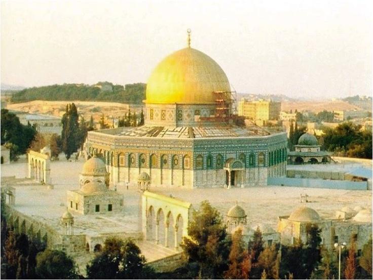 "Al-Sakhra mosque (""The Dome Of The Rock""). Sebagian orang mengatakan ini adalah Masjid Khalifah Umar Bin Khattab ra yang dibangun setelah penaklukan Baitul Maqdis yang pertama kali."